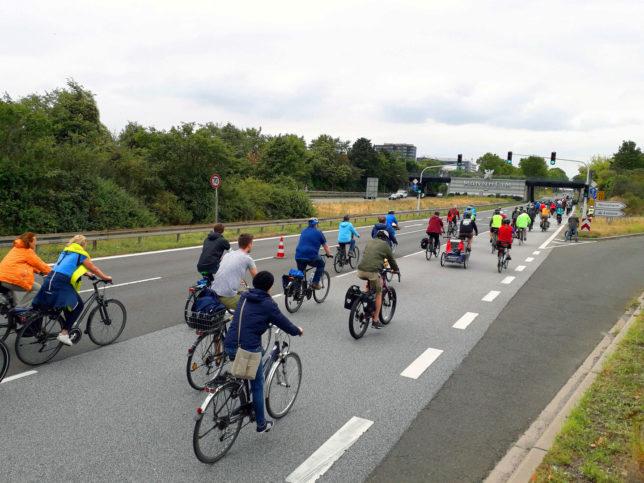 Raddemo des ADFC von Heidelberg nach Mannheim über die Autobahn A656
